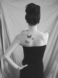 Quel motif se faire tatouer dans le dos ? Un papillon sur l'épaule ?