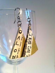 Triangle Olive Green Hangeul Hanji Paper Earrings OOAK Dangle Earrings Handmade Korean Alphabet Hypoallergenic hooks Lightweight