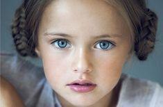 Όλοι ξέρουμε πως η υψηλή αυτοεκτίμηση αποτελεί ένα βασικό «συστατικό» για μια επιτυχημένη ζωή. Ο βασικός κορμός της συγκροτείται από πολύ μικρή ηλικία, με βάση τα μηνύματα που έχουμε λάβει ως παιδιά από τους σημαντικούς ενήλικες της ζωής μας,