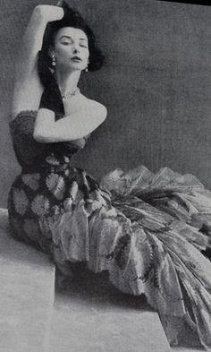 Richard Avedon fashion photography Bazaar 1952 Jean Patou