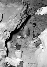 1950 ujer cocinando en el interior de una cueva, en la Villa de Guadalupe