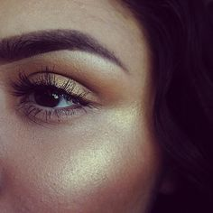 beautiful gold highlight and precise brows