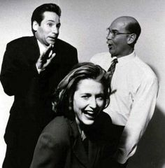 David Duchovny, Gillian Anderson and Mitch Pileggi goofing around
