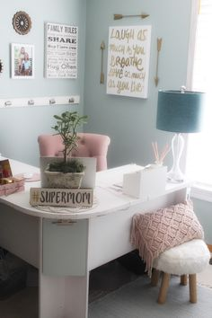 43 Stunning Farmhouse Living Room Office Corner – Chic Home Office Design Cozy Home Office, Home Office Space, Home Office Design, Home Office Decor, Home Decor, Office Ideas, Ikea Office, Corner Office, Cute Office