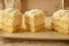 prajitura raffaello cu nuca de cocos si ciocolata alba Krispie Treats, Rice Krispies, Vanilla Cake, Desserts, Food, Deserts, Recipes, Cook, Raffaello