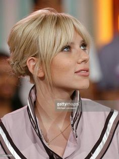 66 ideas style hair with bangs blondes for 2019 Blonde hair models – Hair Models-Hair Styles Blond Pony, Medium Hair Styles, Curly Hair Styles, Hair Fringe Styles, Long Hair With Bangs, Blonde Hair Bangs, How To Cut Bangs, Grunge Hair, Hairstyles With Bangs