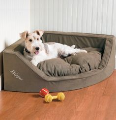 If you're still looking for a Christmas gift for your best friend, this Dog Bed is perfect and space saving!