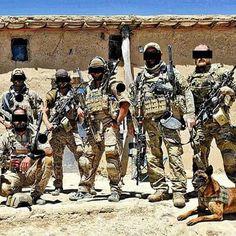 Soldados da Unidade de Forças Especiais Navy Seals Team Six em atuação no Iraque.   Operações Especiais   Grupo CAOS Brasil