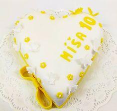 dort ve tvaru srdce s motýlky Birthday Cake, Desserts, Food, Tailgate Desserts, Deserts, Birthday Cakes, Essen, Postres, Meals