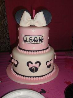 Minnie Mouse Cake #minniemouse #cake
