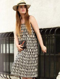 Ethical and eco-friendly street style:  Sustainable dress by Ilana Kohn, vegan bag by Gunas.