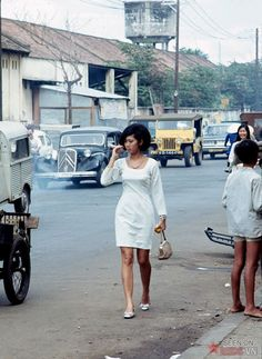 Color Photos of Young Girls on Saigon Streets in the 1960s