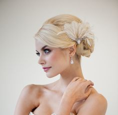 Bridal Fascinator, Wedding Head Piece, Feather Fascinator, Ivory Feather Hairclip - CALI. $89.00 CAD, via Etsy.