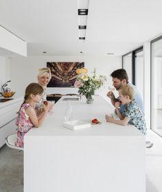 leefkeuken bulthaup door ABSBouwteam | http://www.absbouwteam.be/een-selectie-realisaties/gezellig-gezinsleven | Beeld 2 #lookimhome #kitchen #bulthaup