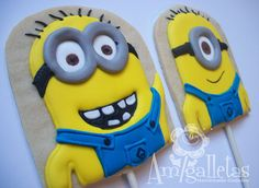 Minions Cookies by Amigalletas on Etsy Minion Treats, Minion Cookies, Minion Party, Cupcakes, Cupcake Cookies, Gru And Minions, Disney Cake Pops, Construction Cookies, Sweets