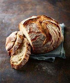 Brot backen in Perfektion Baking really good and crispy bread yourself, with these recipes is not a problem. It tastes even better than the bakery … Sandwich Vegan, Sandwich Recipes, Bread Recipes, Baking Recipes, Slider Sandwiches, Austrian Recipes, Vegan Bread, Artisan Bread, Pampered Chef