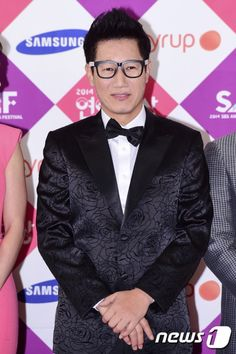 Netizen Buzz: Ji Suk Jin signs with FNC Entertainment Ji Suk Jin, Yoo Jae Suk, Running Man Korea, Fnc Entertainment, My Idol, Kdrama, Entertaining, Signs, Shop Signs