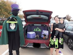 Haunted mansion trunk or treat.