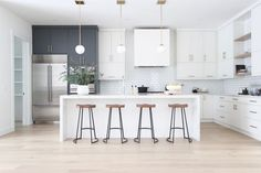Modern Kitchen Design – Want to refurbish or redo your kitchen? As part of a modern kitchen renovation or remodeling, know that there are a . Apartment Kitchen, Home Decor Kitchen, New Kitchen, Kitchen White, Kitchen Wood, Kitchen Modern, Awesome Kitchen, Kitchen Ideas, Two Toned Kitchen
