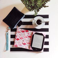 Il #kindle #case con i #flamenco e la #single #woman #celeste sono pronte! Un bel #caffè e poi pacchetto!  ---------------------------------- El kindle case con los flamenco y la single woman celeste estas listo! Me tomo un café e después hago los paquete  #limitededition #oneofakind #mini #clutch #veganleather #black #organic #cotton #hechoamano #handcrafted #thankgoditscraftday #fenicotteri #flamingos #pink