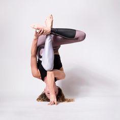 Yoga poses offer numerous benefits to anyone who performs them. There are basic yoga poses and more advanced yoga poses. Here are four advanced yoga poses to get you moving. Yoga Restaurativa, Yoga Meditation, Yoga Fitness, Fitness Workouts, Yoga Inspiration, Yoga Chart, Kripalu Yoga, Yoga Nature, Yoga Photos