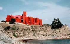 Inside look into 'La Muralla Roja' - the Red Wall, a residential building in Calp, Spain designed by architecture office Ricardo Bofill Taller de Arquitectura, 1973 /// read Timber Buildings, Unique Buildings, Interesting Buildings, Noisy Le Grand, Seaside Apartment, Natural Swimming Ponds, Swimming Pools, Ricardo Bofill, Red Walls