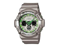 GA-200SH-8A  GRAYISH Color系列的GA-200SH,錶殼、錶帶與錶盤皆融入金屬粒子光感設計,深色的錶盤分別搭配正紅、炫藍、亮綠等色調,52mm的大錶徑與指針搭配數字的三眼式雙顯設計,搭載1/1000秒計時碼錶功能以及耐震、抗磁、防水等強悍性能