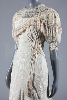Wedding dress - c. 1910 - Cantonese embroidered silk - The Collection of Heidemarie Garrigue-Guyonnaud - Kerry Taylor Auction - @~Mlle