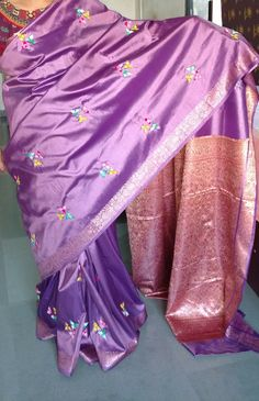 Indian Embroidery, Hand Embroidery, Dress Design Sketches, Basic Embroidery Stitches, Punjabi Suits, Blouse Designs, Designer Dresses, Kimono Top, Saree