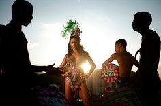 Gracyanne Barbosa subiu o Morro da Mangueira com seus ritmistas