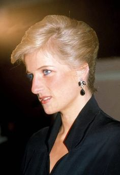 Take A Look Inside Diana Princess Of Wales's Apartment at Kensington Palace. Pictures were taken by Paul Burrell shortly after Diana's death. He later published the pictures as part of his 2006 book Royal Princess, Prince And Princess, Princess Of Wales, Prince Harry, Princess Diana Photos, Princess Charlotte, Lady Diana Spencer, Princesa Real, Prinz William