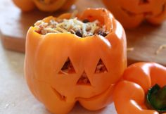 Recipes Galore Several Halloween Recipes are here. This one is Shredded Chicken & Rice Stuffed Peppers (Halloween Style)Several Halloween Recipes are here. This one is Shredded Chicken & Rice Stuffed Peppers (Halloween Style) Comida De Halloween Ideas, Recetas Halloween, Fete Halloween, Halloween Dinner, Halloween Fashion, Halloween Food For Party, Halloween Decorations, Chicken Halloween, Halloween Celebration