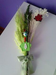 Palmas para el día de ramos hechas a mano decoradas con fieltro y goma eva.. bonitas y originales color verde