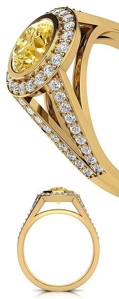This Luxurman Halo White & Yellow Diamond Engagement Ring showcases 1.35 carats of dazzling white and yellow round diamonds masterfully set in 18K Gold base.