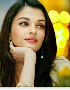 Aishwarya Rai is a talented artist and very popular among fans. Aishwarya Rai photo gallery with amazing pictures and wallpapers collection. Aishwarya Rai Photo, Actress Aishwarya Rai, Aishwarya Rai Makeup, Aishwarya Rai Bachchan, Most Beautiful Faces, Beautiful Eyes, Beautiful Indian Actress, Beautiful Actresses, India Beauty