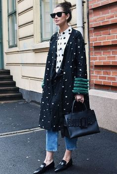 Love this outfit and that coat! 8 Ways to Look Cooler Today Than You Did Yesterday via Street Style Fashion Week, Look Street Style, Fashion Blogger Style, Street Chic, Look Fashion, Autumn Fashion, Fashion Bloggers, Spring Fashion, Curvy Fashion