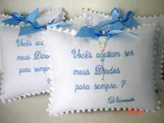 Linda almofada convite confeccionada em piquet com bordado e tercinho! <br> <br>Pode ser feita para menina!