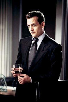 Gabriel Macht as Harvey Specter in Suits Serie Suits, Suits Tv Series, Suits Tv Shows, Suits Harvey, Harvey Specter Suits, Gabriel Macht, Suits Usa, Mens Suits, Trajes Harvey Specter