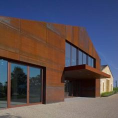 Nadau Lavergne Architects gave the historic Chateau Barde-Haut winery in France a sustainable, Corten steel upgrade. House Cladding, Timber Cladding, Exterior Cladding, Steel Cladding, Concept Models Architecture, Facade Architecture, Industrial Architecture, Facade Design, House Design