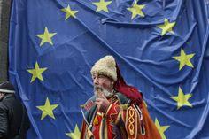 Митингующий возле здания Украинского правительства (Фотограф: Анатолий Бойко, «Вести») #vestiua #Kiev #Ukraine #Europe #euromaidan