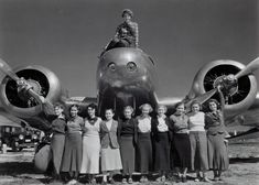 Old Pics Archive · Sept. 1936 Amelia Earhart sits on top of Lockheed Electra plane with a group of Purdue University coeds in front Women In History, World History, Amelia Earhart Plane, Old Photos, Vintage Photos, Female Pilot, Purdue University, American History, Iowa