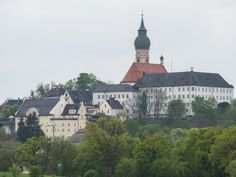 Die Klosterkirche Andechs in Bayern