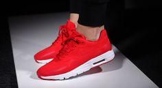 """#Nike met de l'amour sur ses sneakers comme avec sa dernière Air Max 1 Ultra Moire """"University Red""""."""