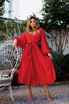Awesome 20 Popular Women Outfit Ideas With Skirts Casual Dresses, Fashion Dresses, Formal Dresses, Classy Outfits, Beautiful Outfits, Vetement Fashion, Robes Midi, Mode Chic, Spring Outfits