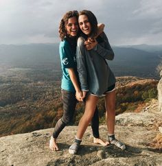 what a view Best Friend Pictures, Bff Pictures, Cute Photos, Summer Pictures, Bffs, Bestfriends, Picture Poses, Picture Ideas, Best Friend Goals