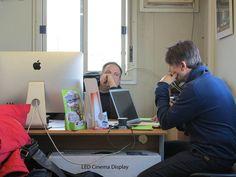 Une petite séance de travail sur un coin de bureau En préparation du futur spectacle de 2014 du cirque Arlette Gruss Bien sûr entourée d'une partie de notre équipe de création Julien Lhomme Fabrice Vallon Joel Rehde