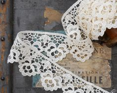 Vintage French Border Lace 3+ yds White Floral Shelf Curtain Trim Home Decor Textile Country Cottage Dress Skirt Edging