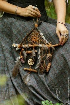 Los Dreamcatchers, Sun Catchers, Diy And Crafts, Arts And Crafts, Wood Crafts, Nature Crafts, Forest Crafts, Book Of Shadows, Magick