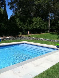 Vinyl lined swimming pool installation with concrete walls