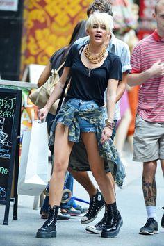 Love her grunge look.♡